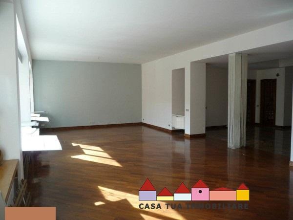 5 locali in vendita a Carrara