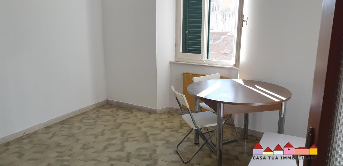 vendita appartamento carrara   75000 euro  3 locali  50 mq